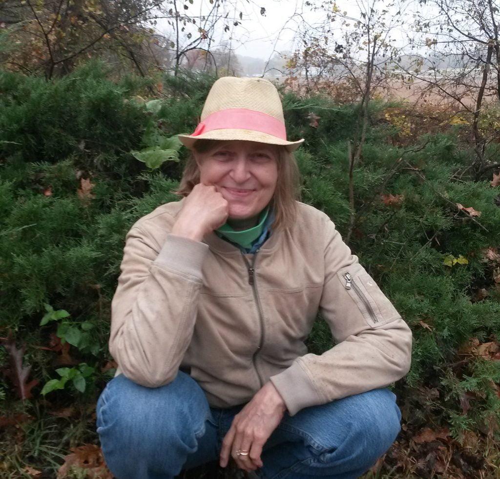 elizabeth kipp kneeling in a garden